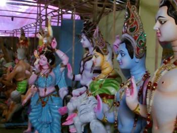 ৬০১ প্রতিমা নিয়ে জমজমাট হচ্ছে সিকদার বাড়ির পুজা